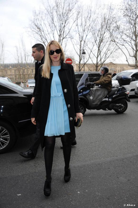 Ludivine Sagnier porte une robe de la collection Printemps-Eté 2012 de Versace.