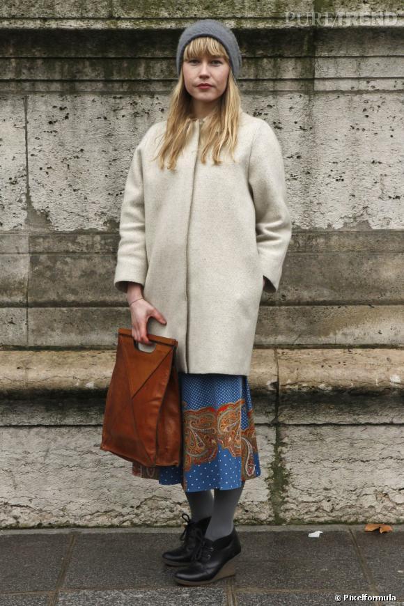 L'hiver avec grâce comme les filles stylées de Stockholm, en manteau oversize, sobre et élégant pour une silhouette épurée.