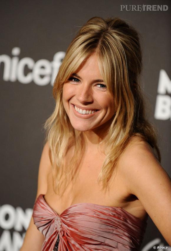 Vraie !  La belle Sienna Miller est blonde au naturel. On s'en doutait un peu !