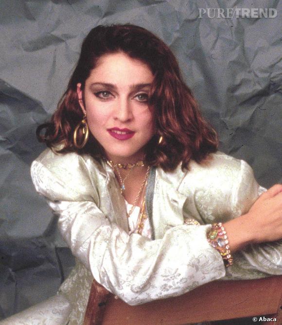 Fausse !  Madonna est une fausse blonde et tout le monde le sait ! Elle est naturellement châtain.