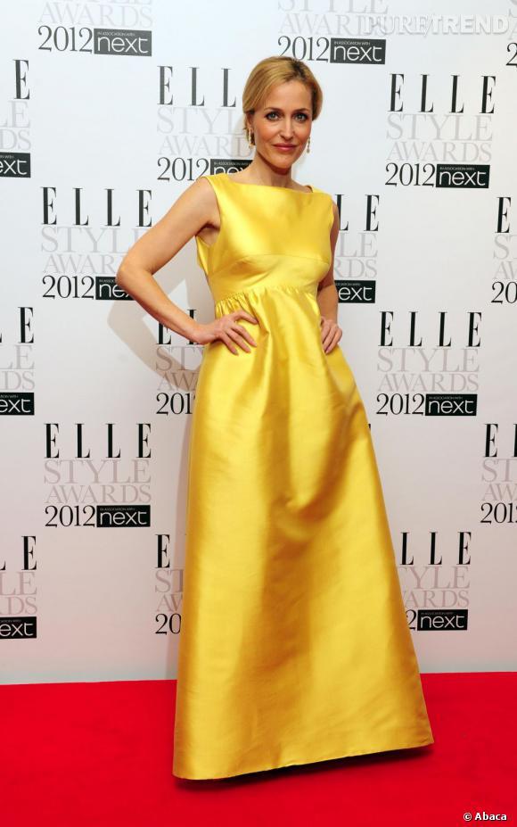 Gillian Anderson en robe vintage Sarmi.