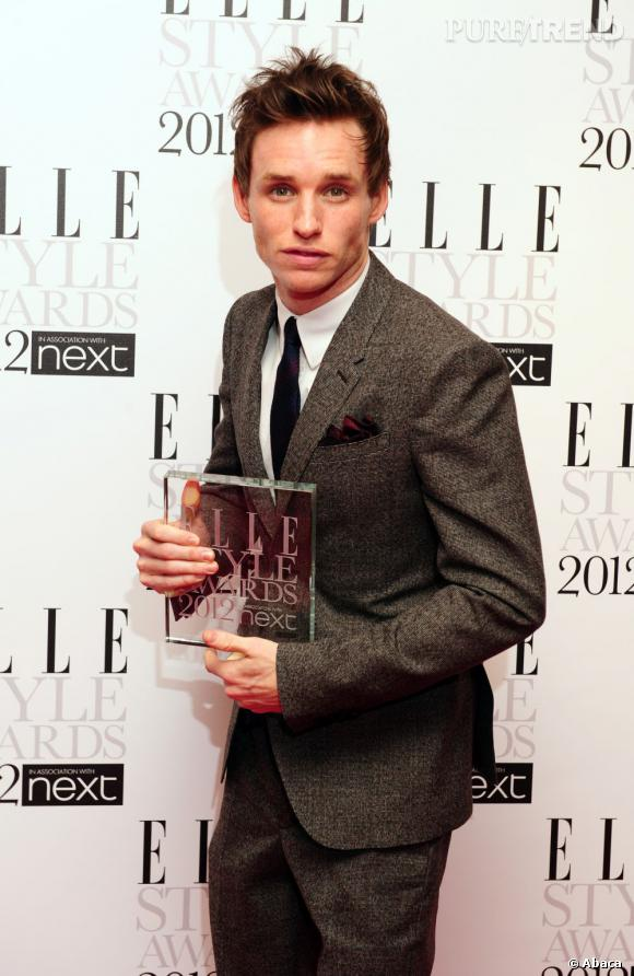 Eddie Redmayne et son award.