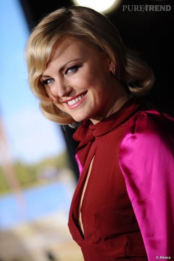 Regard de braise et coiffure légèrement rétro : Malin Akerman a tout bon côté beauty look.