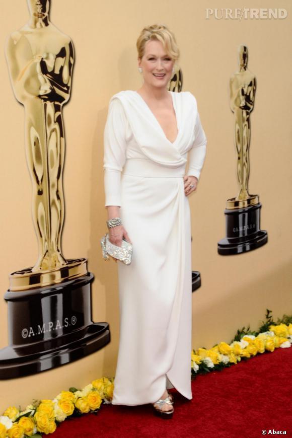 La meilleure robe de red carpet : col ouvert et couleur virginale, Meryl Streep est sublime.