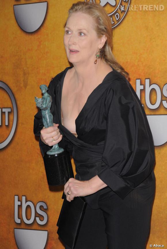 La pire pose sur tapis rouge : coincée, le décolleté un peu trop ouvert, Meryl Streep n'est vraiment pas à son avantage.