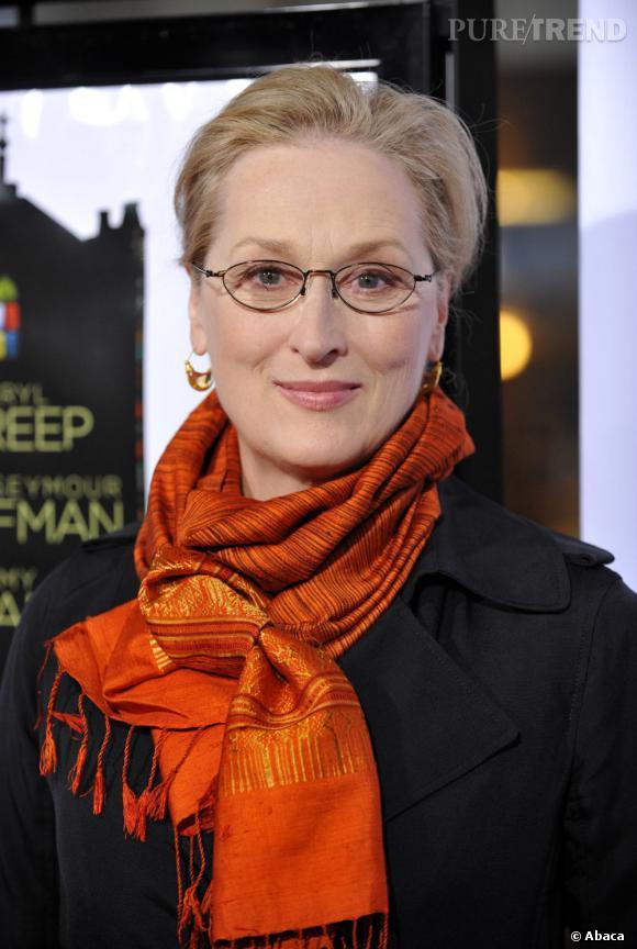 Le pire foulard : orange et jaune, il ne sied pas particulièrement au teint pâle de l'actrice.