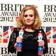 """La chanteuse a été récompensée du prix de """"L'album britanique de l'année"""" et de celui de """"Meilleure chanteuse britanique de l'année""""."""