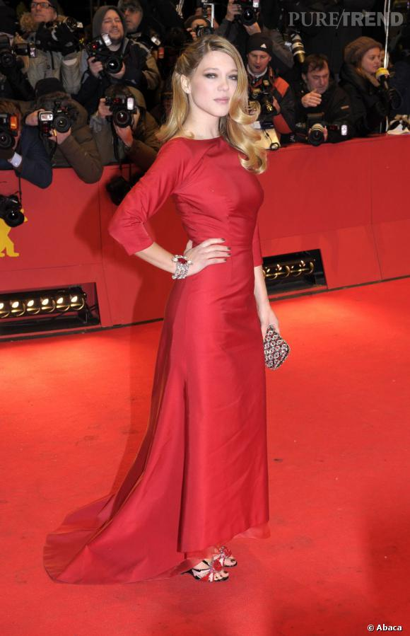 Robe style tapis rouge