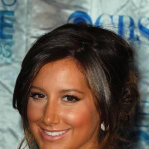 Si Ashley Tisdale a un bronzage bien uniforme, il est deux voire trois teintes au-dessus de la normale...