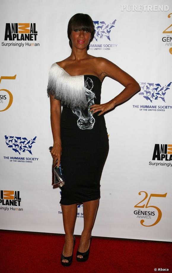 Leona Lewis cuite à souhait mais les dessous de bras bien blancs !