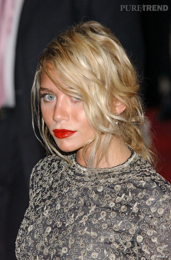 Avec son autobronzant mal étalé, Ashley Olsen se retrouve avec des tâches pas vraiment naturelles sur le visage.