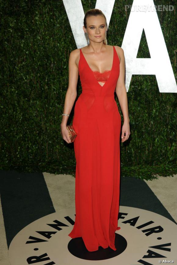 Diane Kruger tire comme souvent son épingle du jeu dans une robe Calvin Klein Collection au bustier apparant.