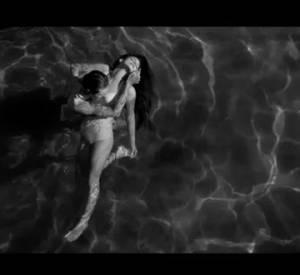 Shooté par Woodkid en noir et blanc, le clip reprend les codes du vieux Hollywood collant ainsi parfaitement au style rétro de Lana Del Rey.