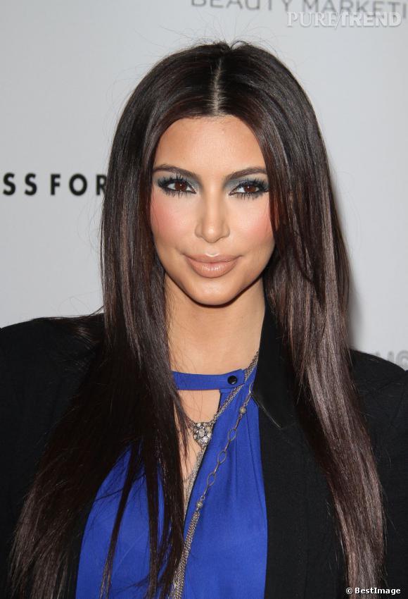 """Kim Kardashian présente son nouveau parfum à Londres """"True Reflection""""."""