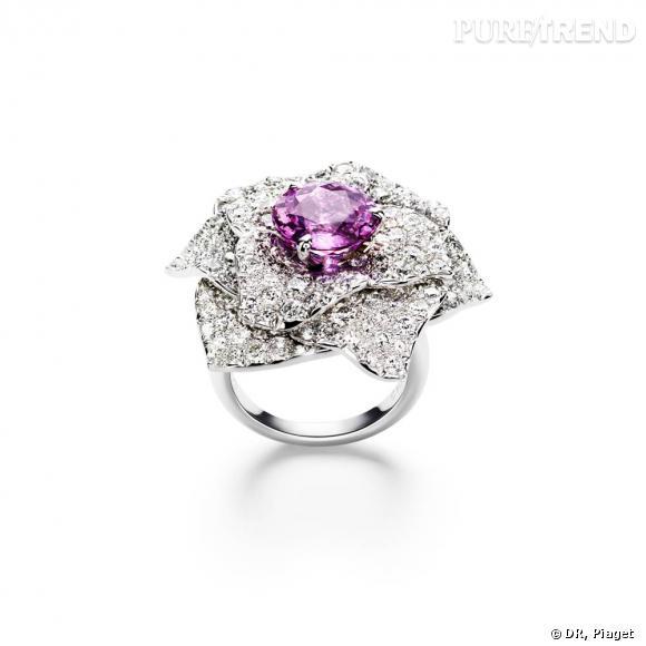 Bague en or blanc 18 carats sertie de 158 diamants taille brillant (env.4.98 cts) et 1 saphir rose ronds (env.4.51 cts).