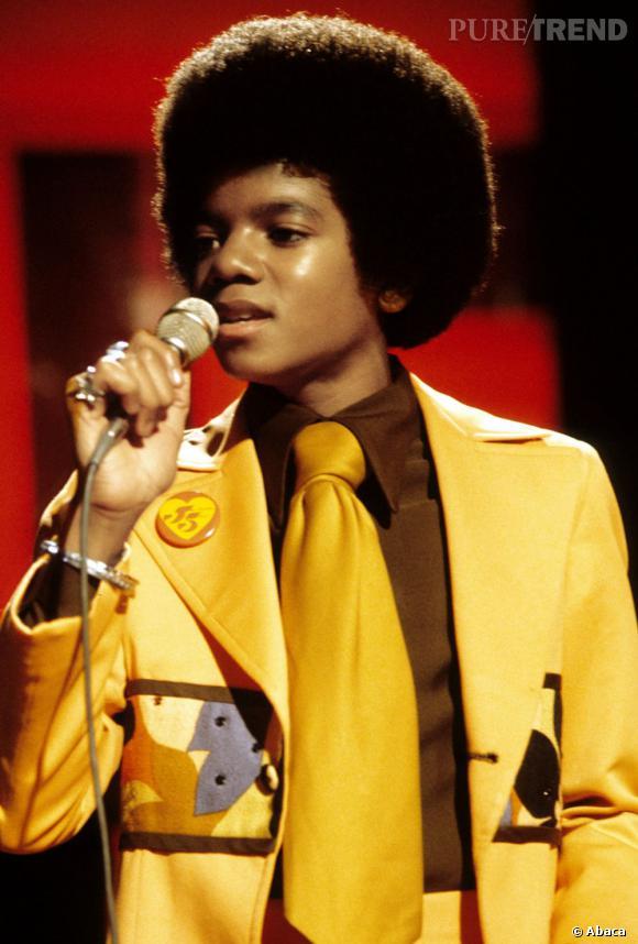 Michael Jackson période Jackson 5. Bouille ronde et costumes jaunes.