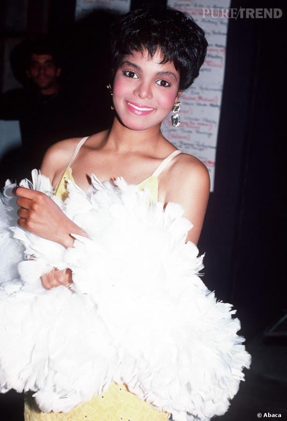 Janet Jackson en 1984 avant l'abus de chirurgie esthétique.