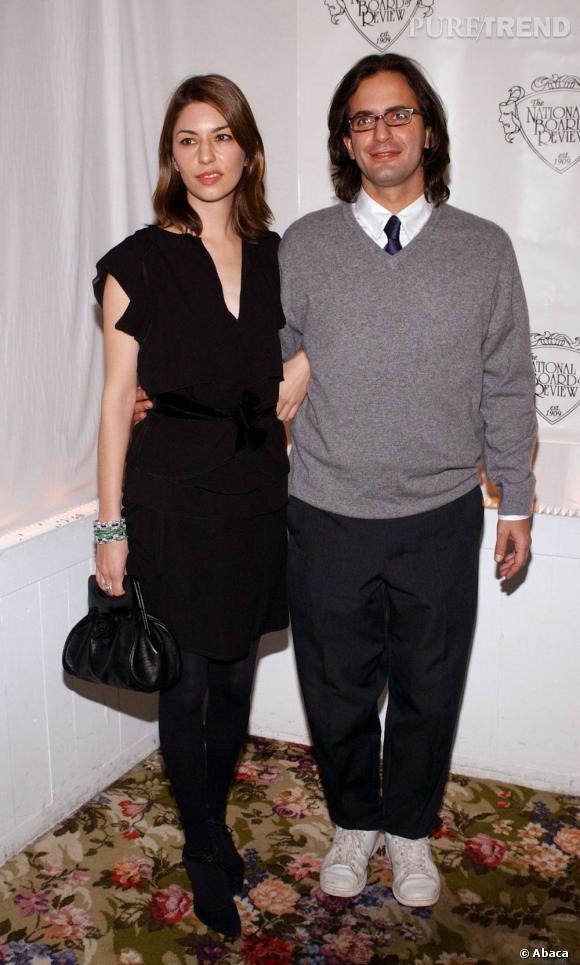 En 2004 :  Marc Jacobs a fait du pull col V par dessus la chemise et des Stan Smith Adidas ses indispensables.