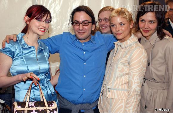 En 2003 :  Marc Jacobs peut se rassurer, son look est aussi peu réussi que celui de ses copines Sophie Ellis Bextor, Jaime King et Maggie Gyllenhaal.