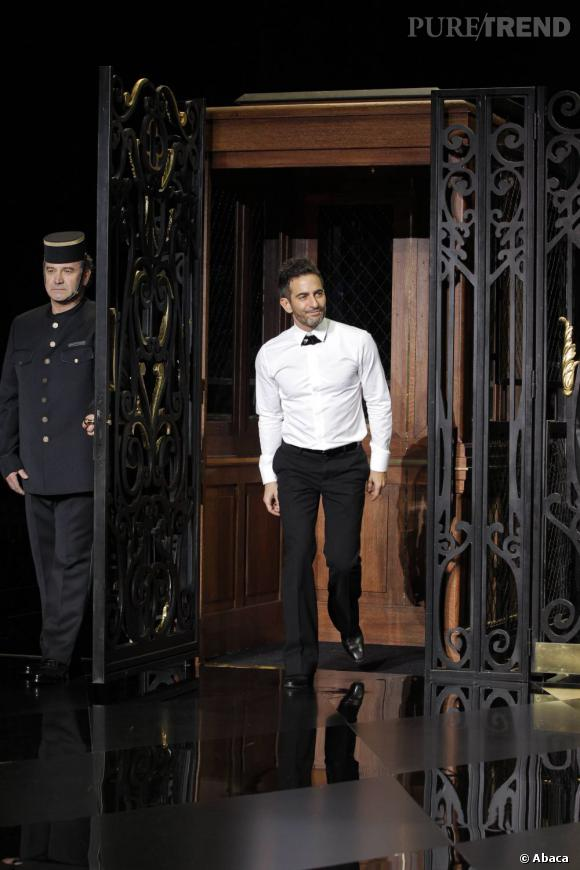 """En 2011 :  Marc Jacobs joue les barmen chic pour son défilé Vuitton très inspiré de """"Portier de nuit""""."""