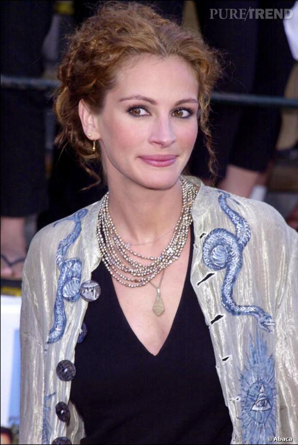 Quand Julia Roberts remonte ses boucles rousses, elle laisse s'échapper quelques mèches pour le glamour.