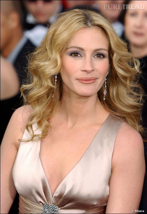 Ce blond ne met pas en valeur le teint clair de Julia Roberts.
