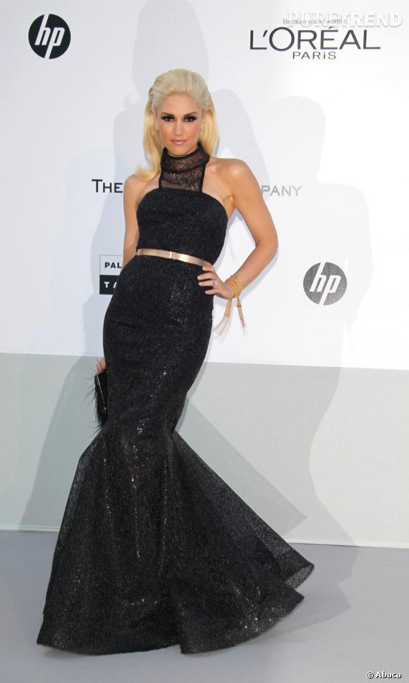 Depuis qu'elle est passée au platine, la chanteuse de No Doubt Gwen Stefani s'offre une aura de diva hollywoodienne au beauty look glamour.