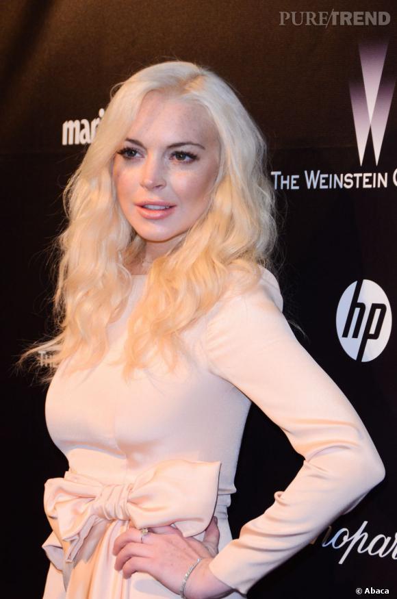 Lindsay Lohan, grande fan de Marilyn Monroe craque aussi pour le platine mais ne sait pas encore comment le sublimer côté tenue.