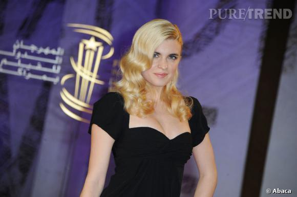 Les Américaines ne sont pas les seules à avoir compris le potentiel de séduction du blond platine et Cécile Cassel en est l'exemple parfait.