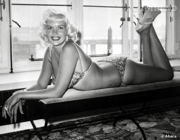 Comme Marilyn Monroe, Jayne Mansfield a fait des ravages dans les années 50 à grand coup de crinière platine crantée.
