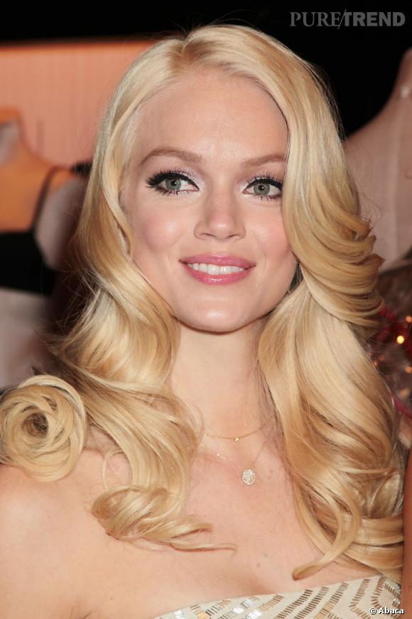 Non contente d'être un top pour Victoria's Secret, Lindsay Ellingson joue un peu plus les femmes fatales avec sa crinière nouvellement blonde.