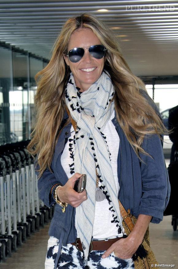 Elle Macpherson, prête à embarquer à l'aéroport d'Heathrow à Londres.