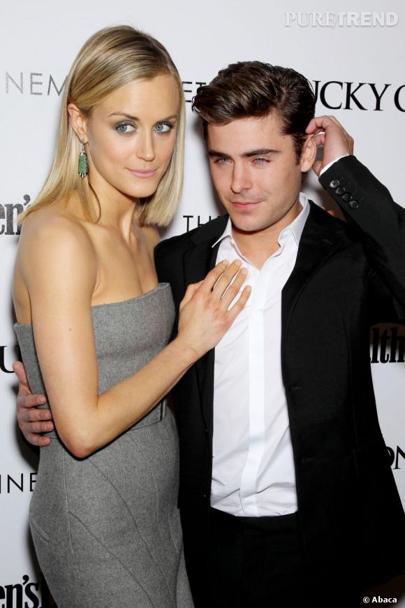 """Taylor Schilling en robe Calvin Klein accompagnée de Zac Efron, son partenaire sexy dans le film """"Lucky One""""."""
