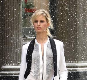 Le look du jour : Karolina Kurkova, sublime géometrie