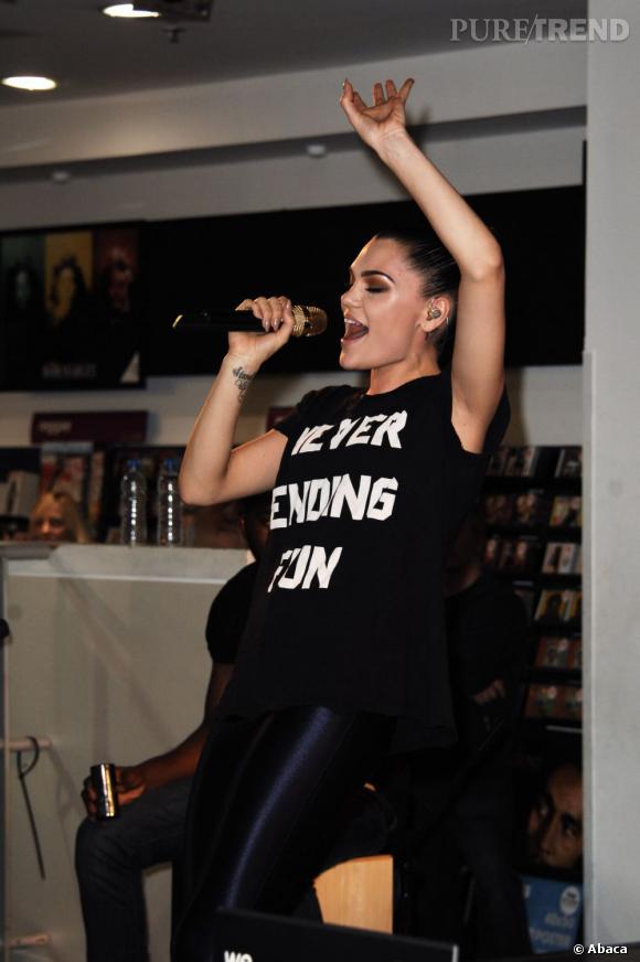 """Jessie J en showcase à la boutique HMV d'Oxford Street à Londres à l'occasion de la semaine """"Music is Great""""."""