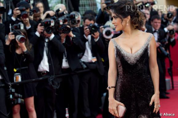 Salma Hayek monte les marches du 65ème Festival de Cannes.