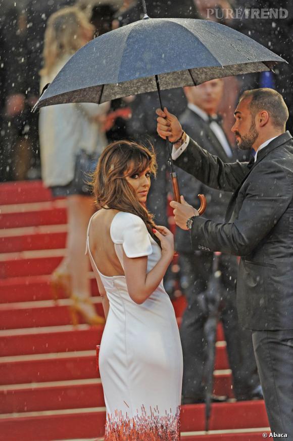 Pour survivre au Festival de Cannes, il suffit de bien retenir notre guide de survie. En cas de mauvais temps, prévoir le parapluie, même les stars qui montent les marches le savent.