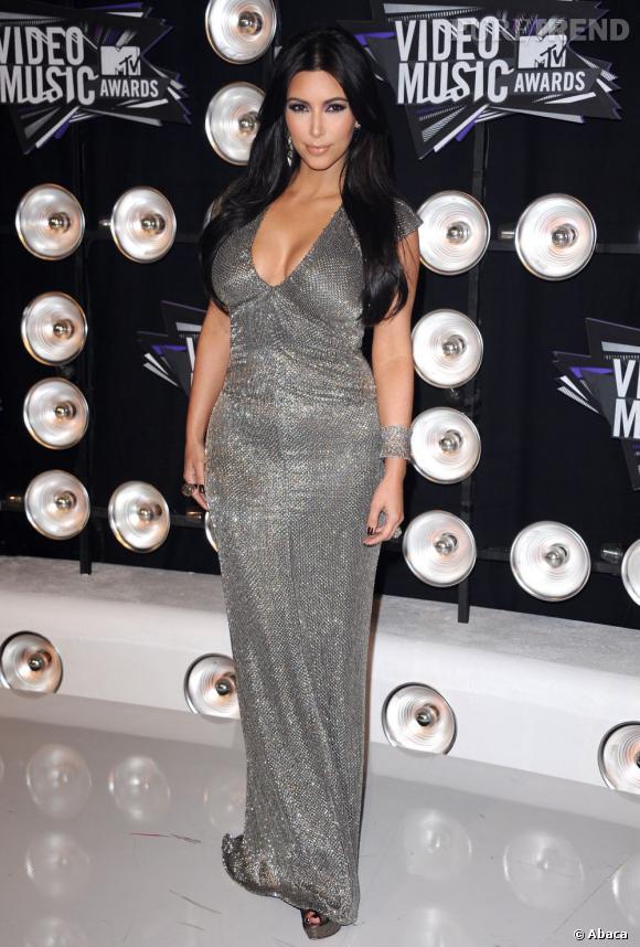 Kim Kardashian expose presque toujours sa poitrine généreuse.