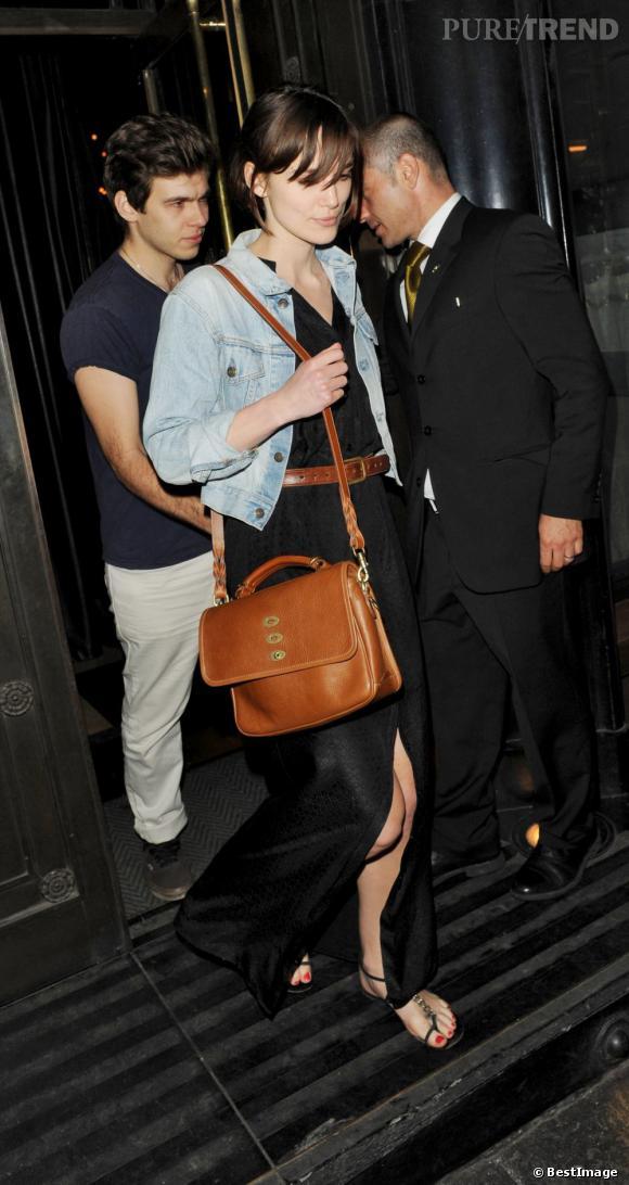 Keira Knightley et son fiancé dans les rues de Londres.