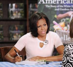 """Michelle Obama, un charme naturel pour la dédicace de son livre """"American Grown"""""""