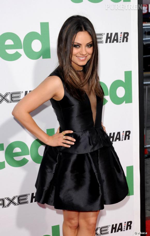 """Mila Kunis, reine du style pour l'avant première de """"Ted"""" à Los Angeles."""