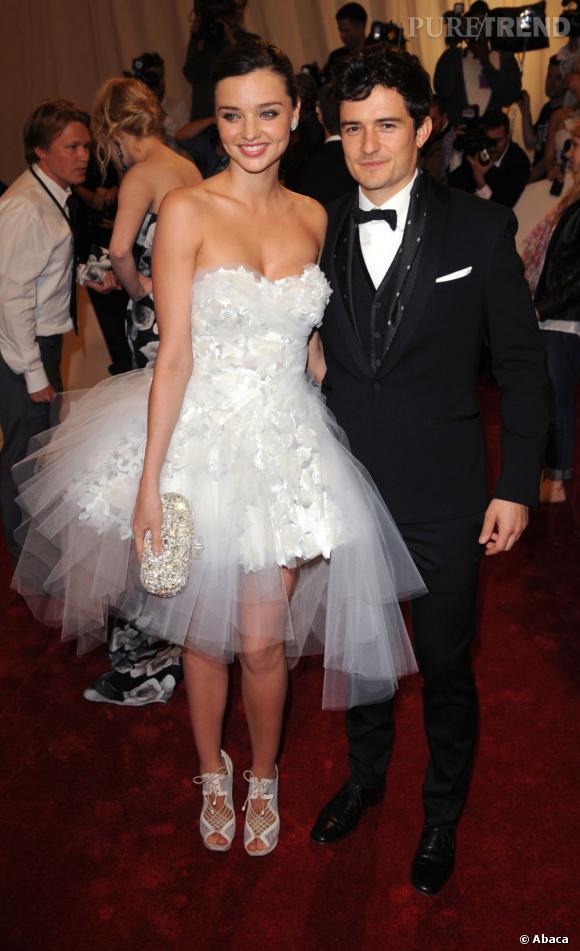 Miranda Kerr et Orlando Bloom, un couple ultra sexy. Sauf quand Miranda se prend pour une néo-mariée et qu'Orlando s'offre un coupe de dandy bouclé !