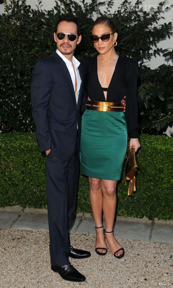 Mais le couple de chanteurs peut aussi être très chic. J.Lo ose le vert émeraude, et couplé avec des accessoires dorés, elle nous charme ! Marc Anthony mise sur le costume et la chemise entrouverte, un vrai latin lover !