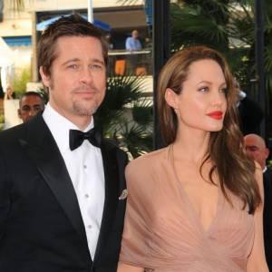 Angelina Jolie est la spécialiste des robes fendues noires. Du coup, on vote plutôt pour cette jolie robe drapée beige. Brad, très smart dans son costume, a taillé son bouc. Un bon point !