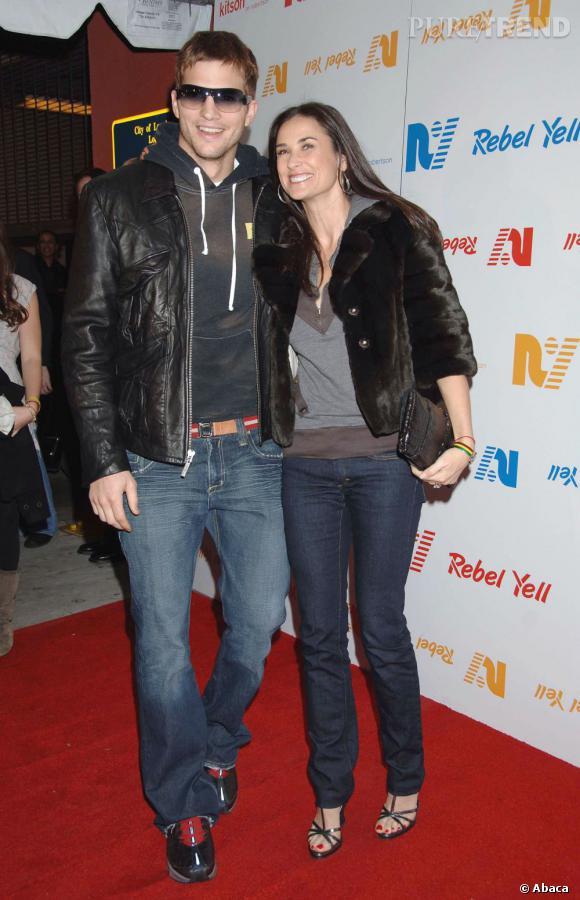 Au début de leur relation, la cougar Demi Moore semble s'intéresser plus à son boyfriend qu'à son look... Très sportswear sur tapis rouge : bof.