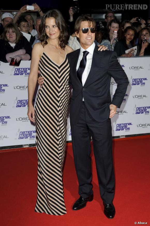 Le pire du couple Cruise ? Quand Katie fait 10 cm de plus que son mari. Et accessoirement, quand elle enfile une robe tube rayée...