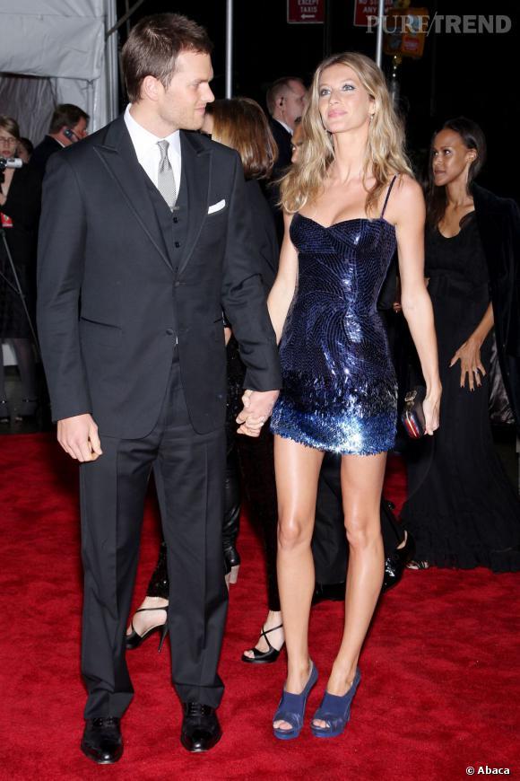 Gisèle Bundchen et Tom Brady sont toujours très chic. Mais la mini robe en sequins couplée à des mules, c'est limite