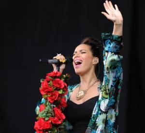 Leona Lewis a joué à fond la carte des fleurs, pour un concert printanier