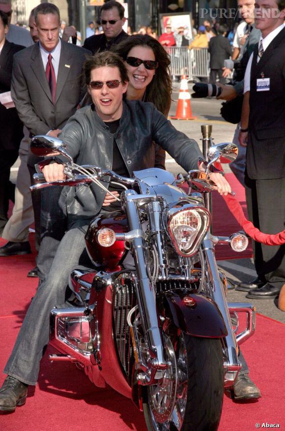 Katie Holmes et Tom Cruise en 2005 arrivent à une avant première en moto.