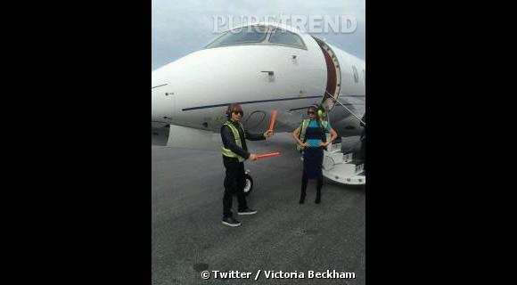 Pilote, elle est aussi sur le tarmac. Multi-fonctions Victoria Beckham.